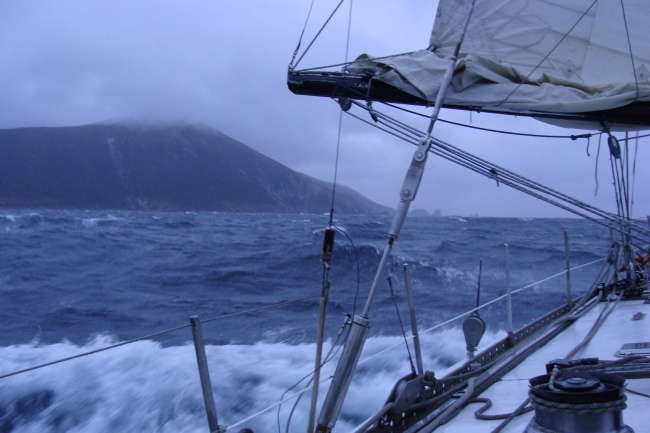 Foto01 -  Cabo Buen Suceso entrando en el Estrecho de Le Maire.
