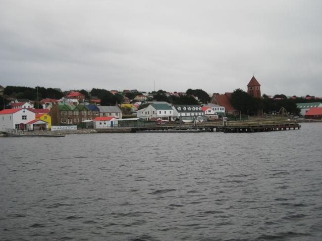 Foto04 - El muelle principal en Stanley Harbour (Puerto Argentino)