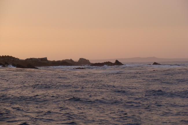 Foto05 - Mengeary Point (Punta Calebroña) entre el Willam (Groussac) y el Berkely Sound (Bahía de la Anunciación)