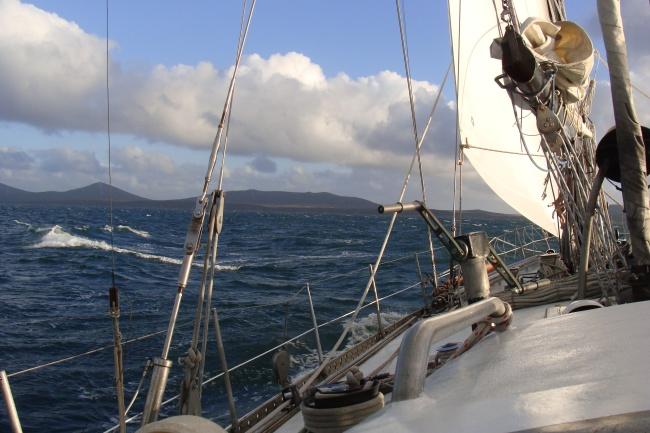 Foto09 - Bordejeando el Byron Sound (Estrecho de San Francisco de Paula).